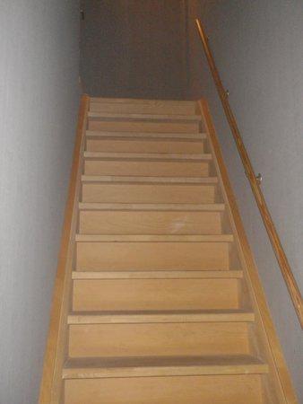 Hotel Pantheon Palace : escalier pour la chambre