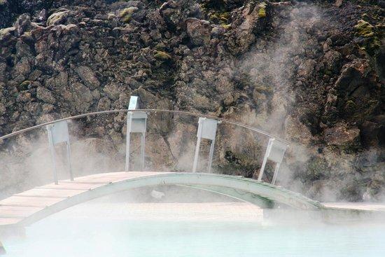 Blue Lagoon Iceland: Bridge in the Blue Lagoon pool