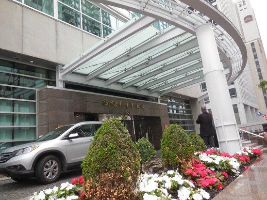 Sofitel Montreal Golden Mile: Entrance to the Sofitel Montreal