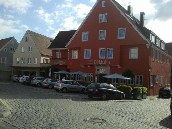 Schieners Hotel: Frontansicht des Hotels von der Straße