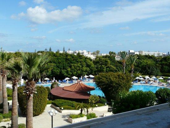 Avanti Hotel: Avanti pool from 4th floor