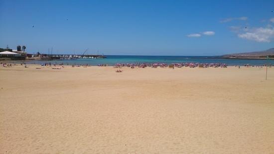 Club Caleta Dorada: beach and harbour at Caleta de Fuste