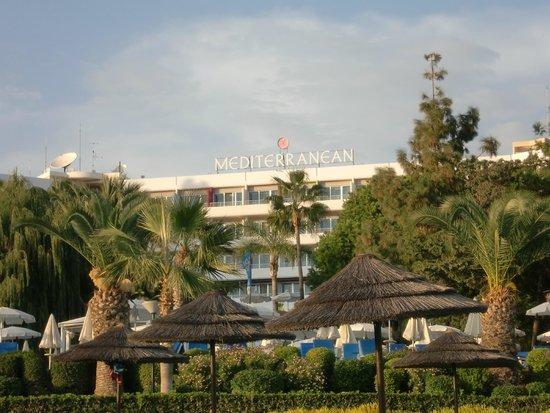 Mediterranean Beach Hotel : У отеля замечательный пляж