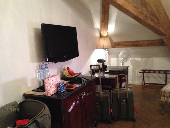 Savic Hotel: 4th floor room