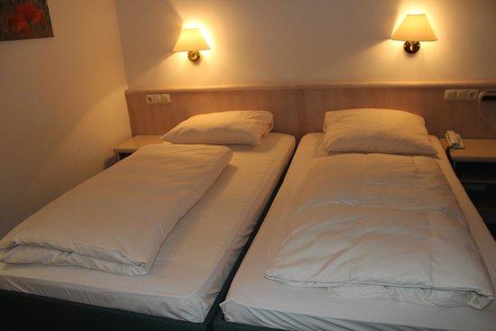 Hoteltraube Ruedesheim: Cama de casal????