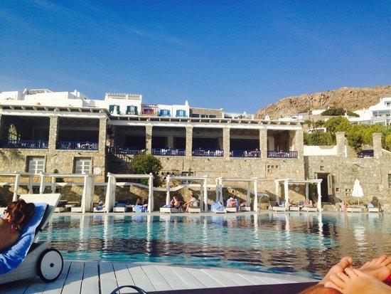Mykonos Grand Hotel & Resort: Poolside