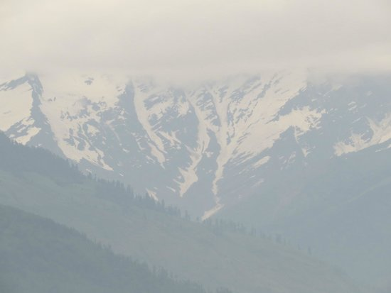 Hotel Rishi Palace : Snow capped mountain view from room's balcony
