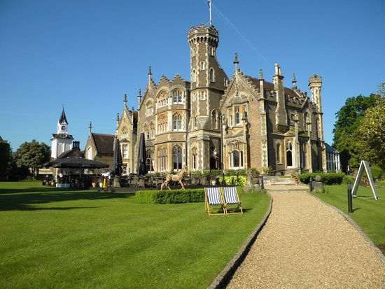 The Oakley Court: outdoor dining too