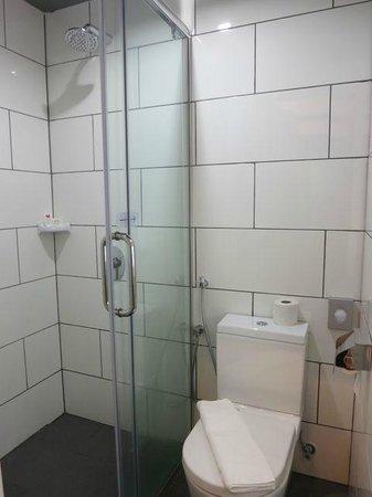 Tune Hotel KLIA 2: Bathroom