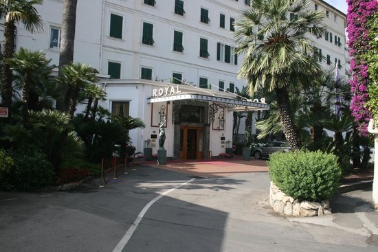 Royal Hotel Sanremo : The Royal Hotel entrance