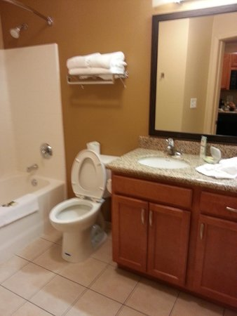 Extended Stay America - Bakersfield - Chester Lane: Bath