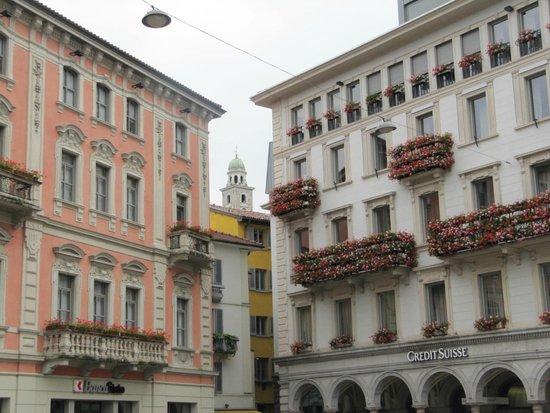 Piazza della Riforma: Nunca esquecem as flores