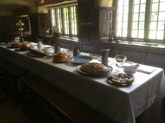 Townend: Dining table with food displayed