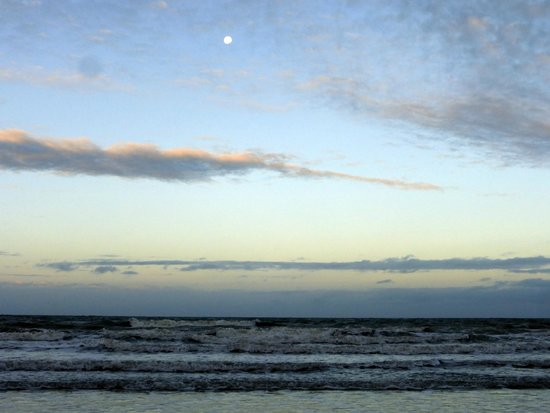 Four Mile Beach: sunset at the beach (moon in the pic)