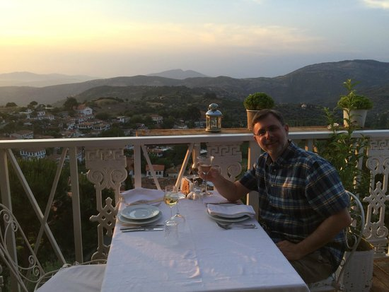 Nisanyan Evleri Hotel : Dinner on the terrace