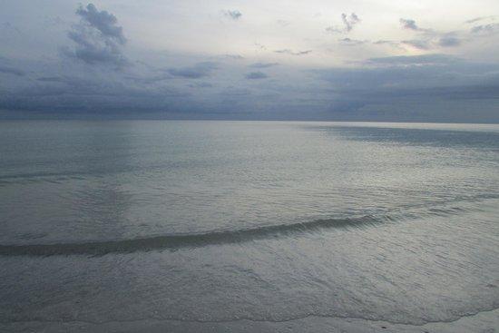 Hilton Marco Island Beach Resort: The sun setting at Marco Island