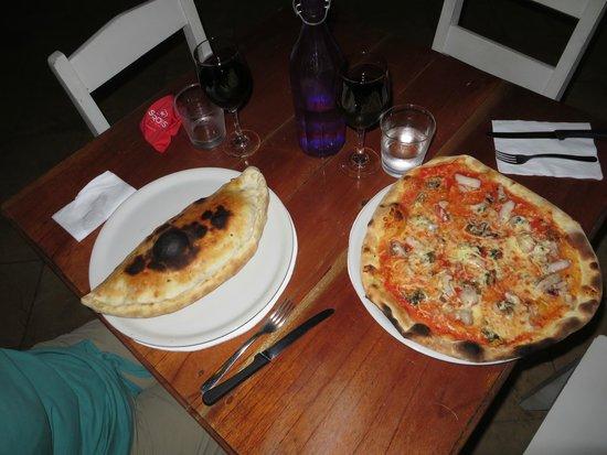 Naturalmente Restaurante Mediterráneo: Calzone und Pizza