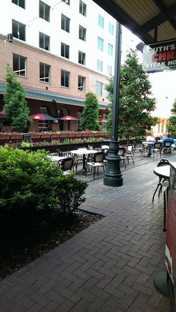 Harrah's New Orleans: Outdoor dining at Ruth Chris