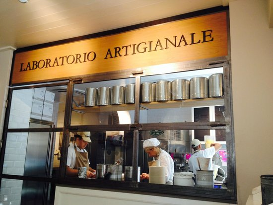 Gelateria La Romana: at work making delicious gelato