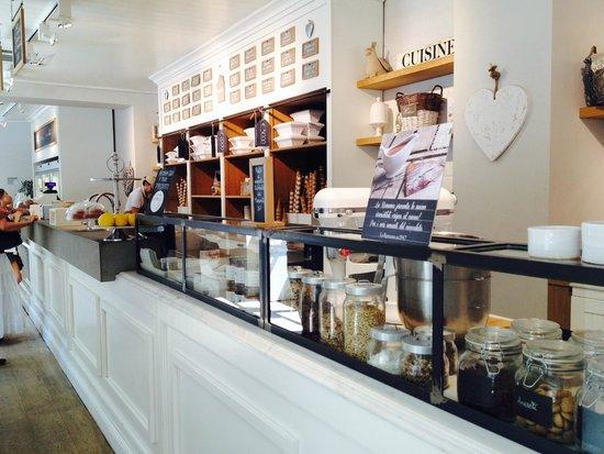 Gelateria La Romana: ice cream choices written in Italian above the counter