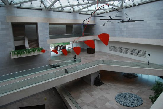 Galería Nacional de Arte: A Calder in the East Building.