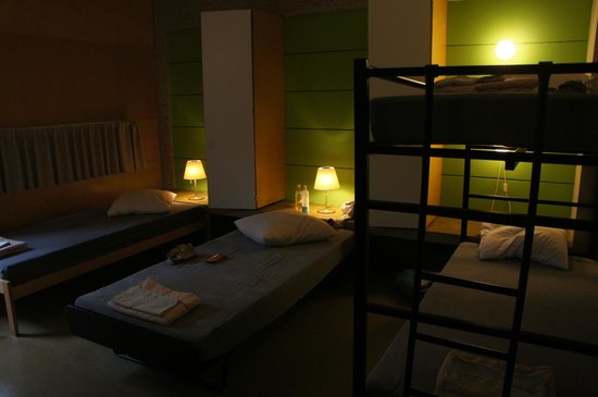 Lausanne Youth Hostel: номер