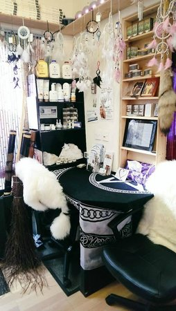 Crystal Gift Shop and Healing Therapy Studio: Card Reading area