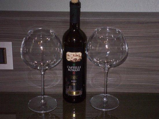 Hotel Artemide: Anniversary - complementary wine