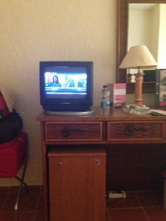 Tivoli Lagos Hotel: Smallest TV in Portugal glad we had binoculars