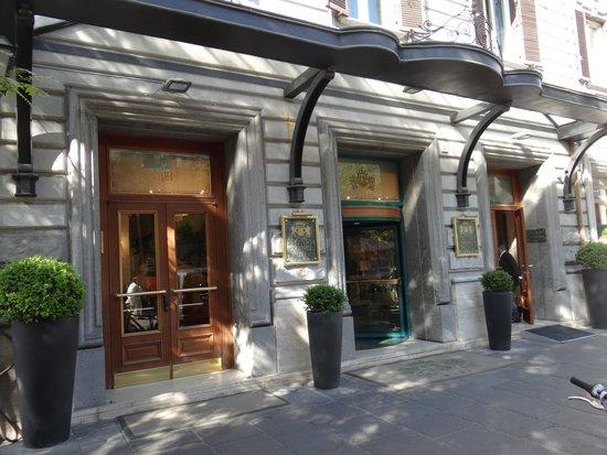 Mecenate Palace: Hotel front