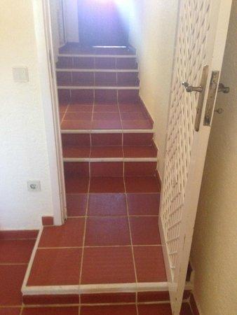 Tivoli Lagos Hotel: Steps up to bathroom and door