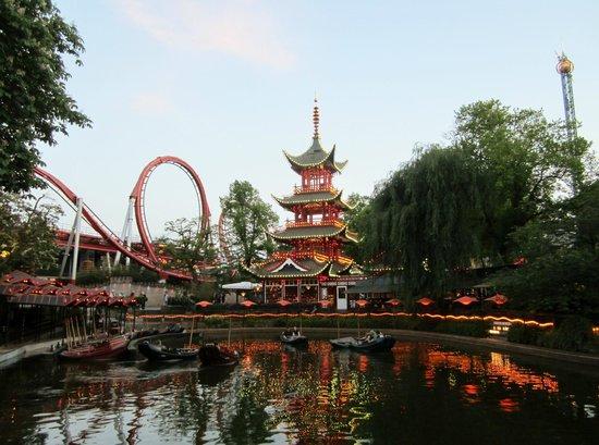 Jardins de Tivoli : Unlike any amusement park I've been to in the USA.