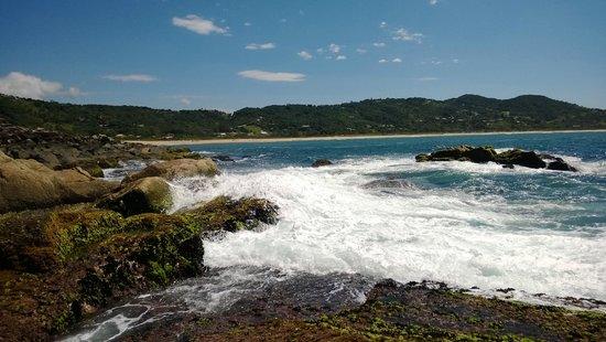 Silveira Beach: Ondas batendo nas rochas!