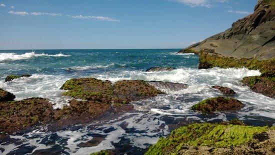 Silveira Beach: Vista maravilhosa, nas pedras!