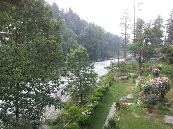Hotel Beas (HPTDC) : Awesome view from balcony!