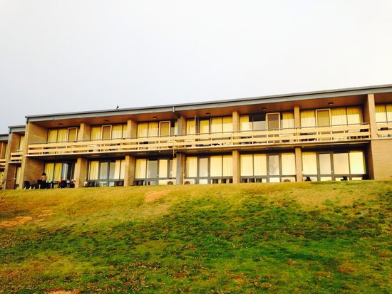 Lake Jindabyne Hotel: Hotel view from lake side