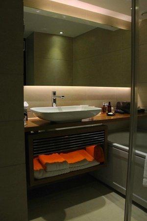 Park Plaza Westminster Bridge London: Room 967 - the bathroom