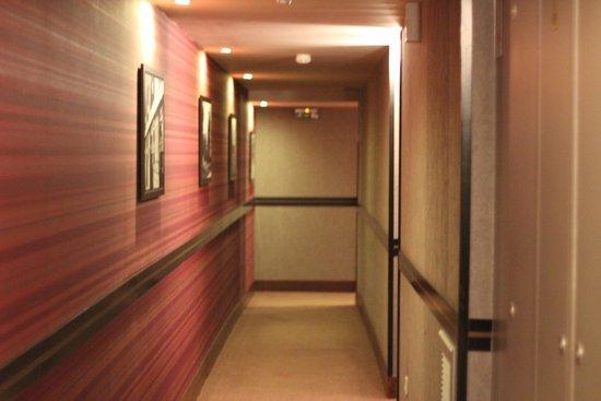Adagio Paris Opera: corredor do apartamento