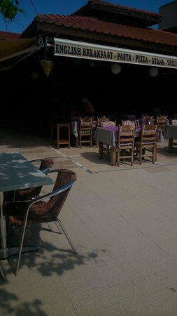 Club Sunsmile: Nice shaded area to escape the blazing sun.