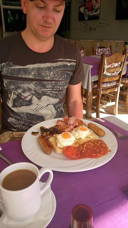 Club Sunsmile: English Breakfast
