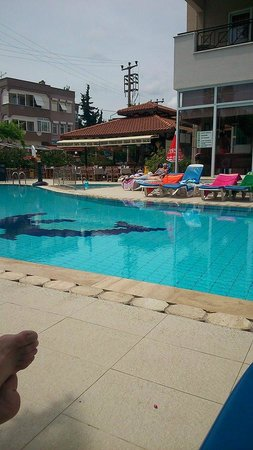 Club Sunsmile: Chilling by the pool
