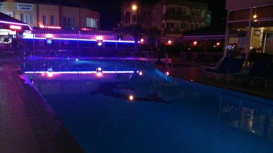 Club Sunsmile: Pool by night
