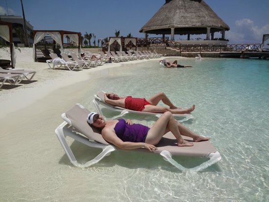 Hard Rock Hotel Riviera Maya: Just relaxing at the beach