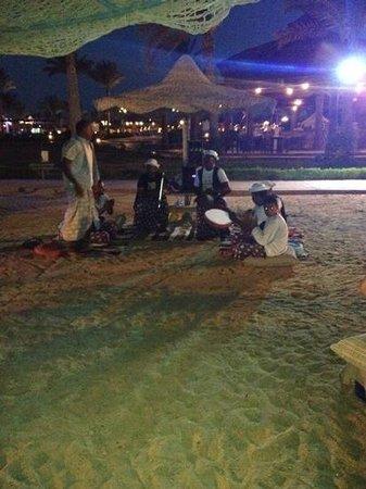 SENTIDO Oriental Dream Resort : cena e festa in spiaggia