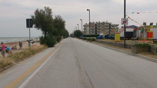 """Hotel Ruhig : La strada nel nulla......dedicata allo """"struscio""""....."""