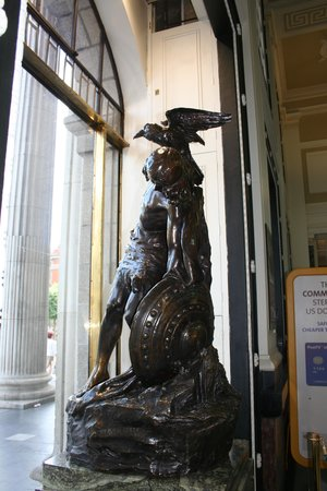 GPO & GPO Witness History Visitor Centre: The statue in the window.
