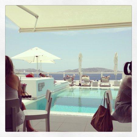 Grace Mykonos Hotel: Pool view