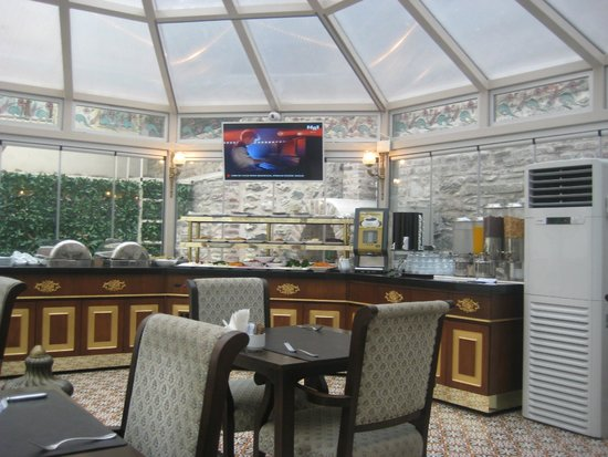 Enderun Hotel Istanbul: a dining room