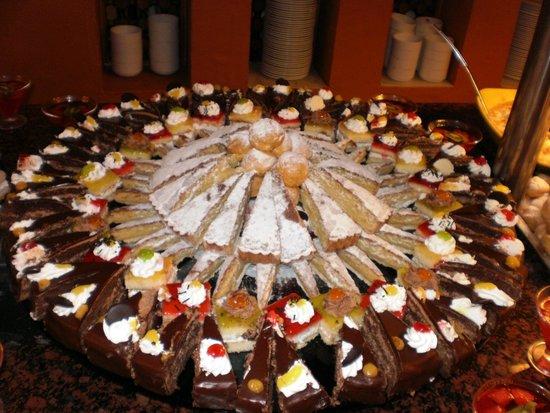 Club Marmara Marbella: buffet patisserie