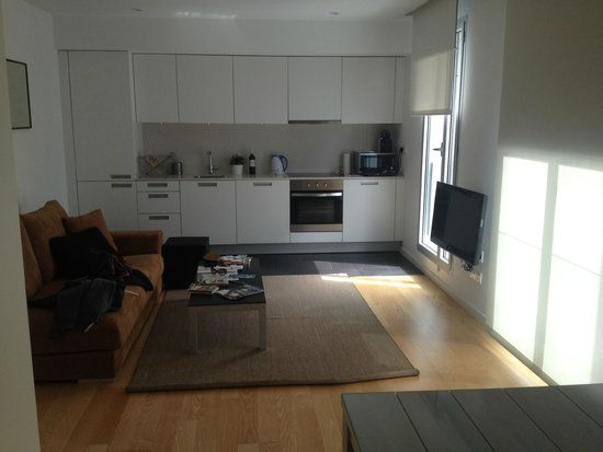 Lugaris Beach: Kitchen and Living area